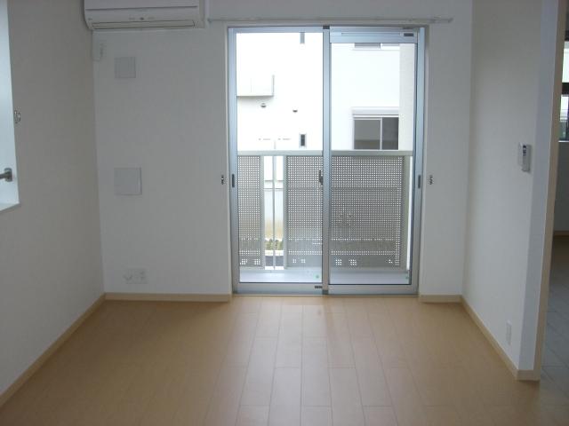 シャンプワールヒルズA棟 02030号室のリビング