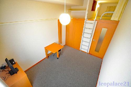 レオパレスSURFB 202号室のリビング