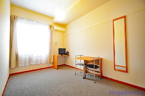 レオパレスSURFB 202号室のバルコニー