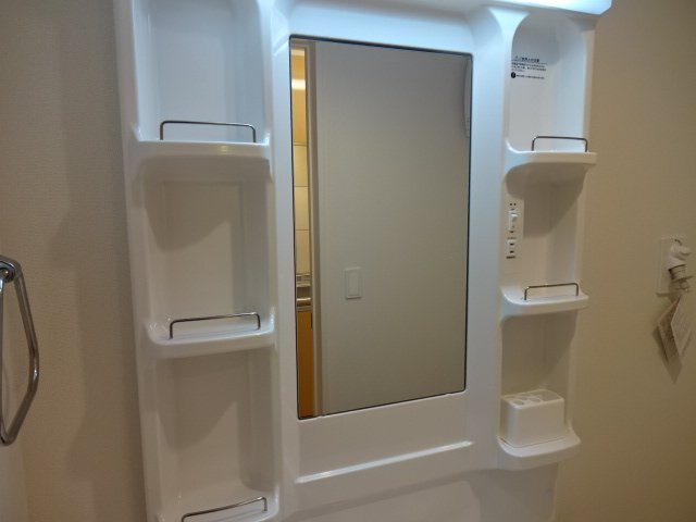 branche' 101号室の洗面所