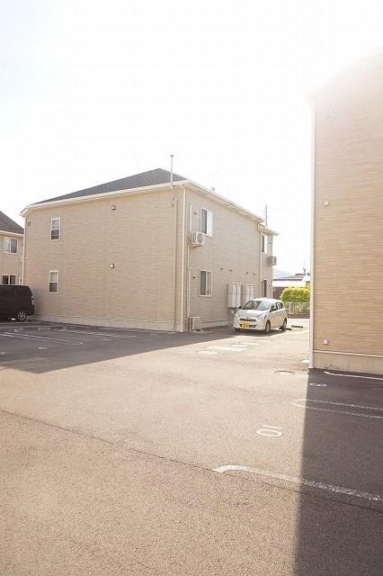 スワン KITAMURA A 02030号室の駐車場