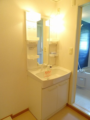 アベンシス7 02050号室の洗面所