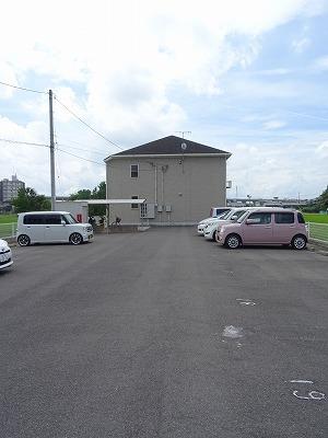 アベンシス7 02050号室の駐車場