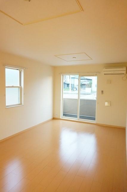 ベル・メゾン鶴市B 01030号室のリビング