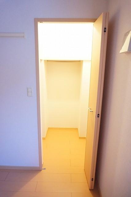 ベル・メゾン鶴市B 01030号室の収納