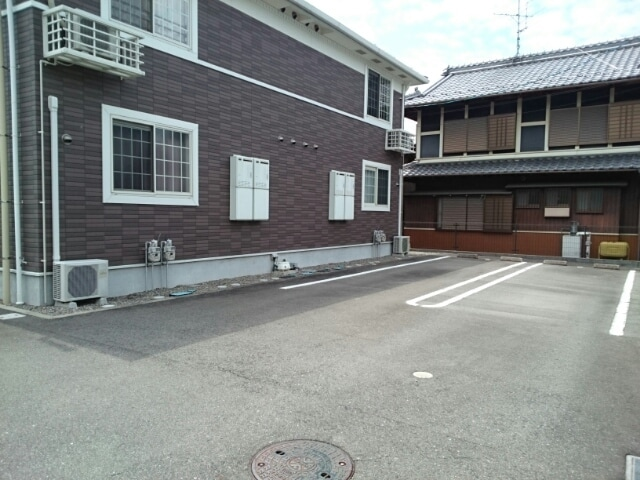 レスプランド-ル 02020号室の駐車場