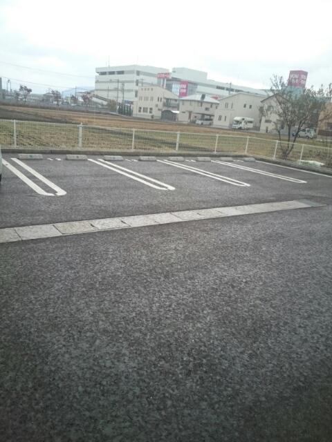 シュウプリングA 01020号室の駐車場