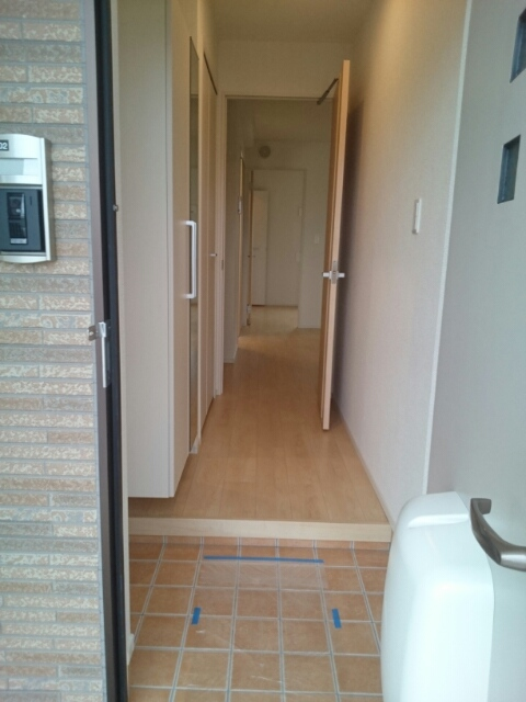 シュウプリングA 01020号室の玄関