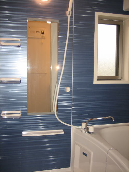 レジデンスM・J A 01010号室のリビング