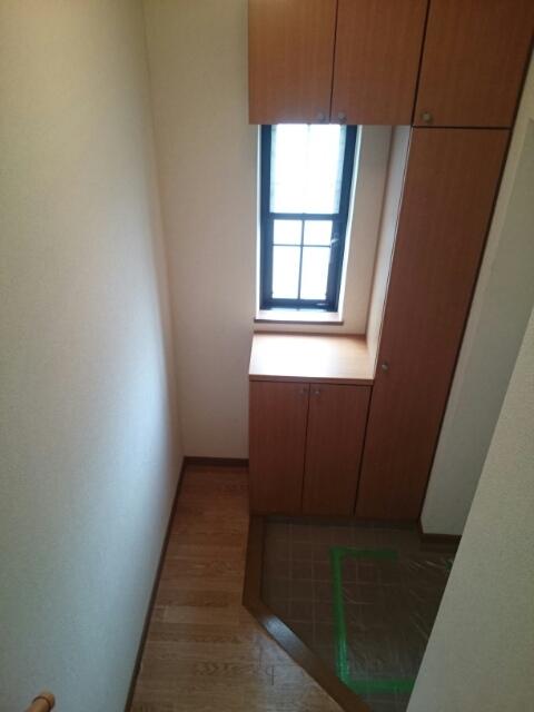 ドゥヴァン レコール B 02010号室の玄関