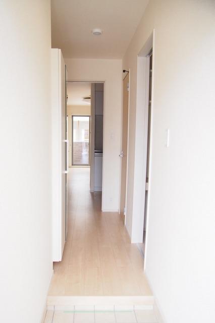 フィオーレ リン A 01020号室の玄関