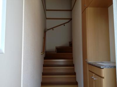 ハピネス村山C 02020号室の玄関