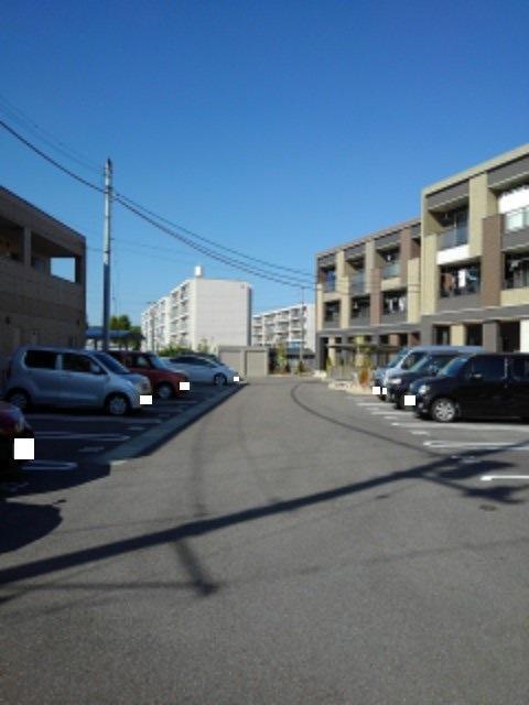 エトワールⅡ A 02050号室の駐車場