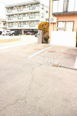 グランディール江木の駐車場