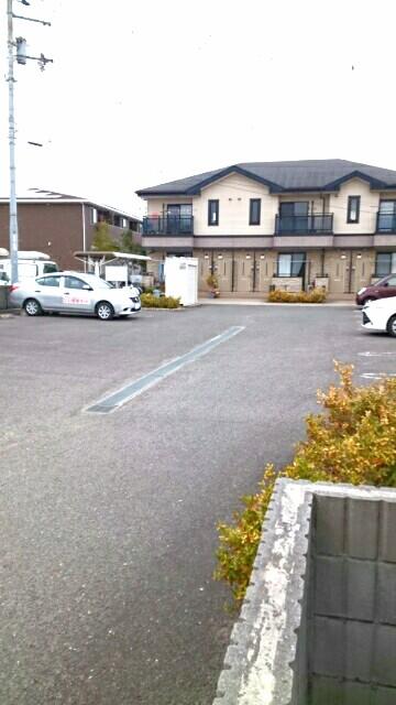 エスト・モンターニュ 02020号室の駐車場
