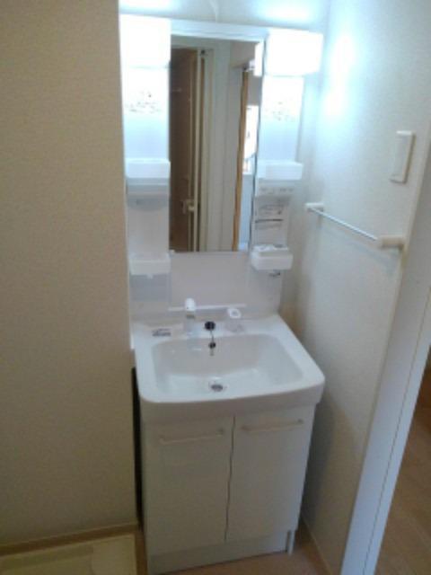 ボヌール レイワB 02010号室の洗面所