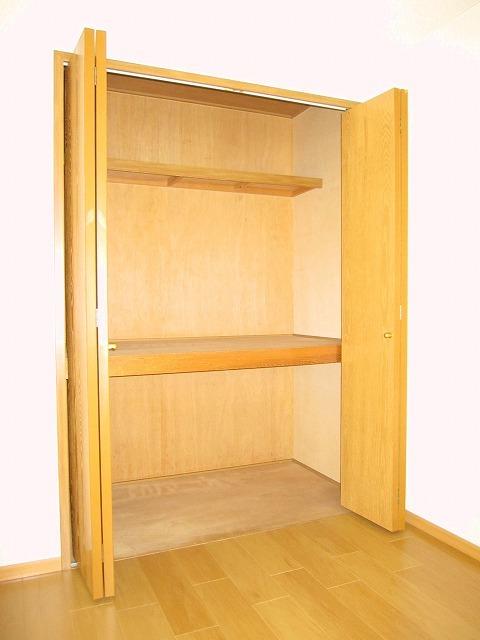 コンフォートハイツ Ⅱ 02040号室の収納