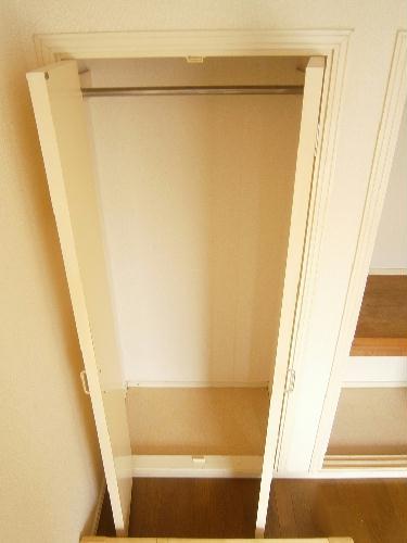 レオパレスU 201号室の収納