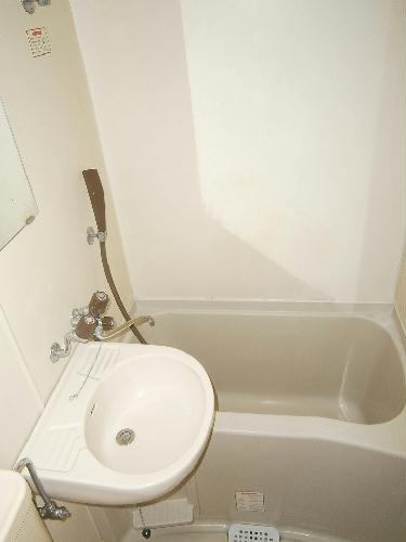 レオパレスU 201号室の風呂