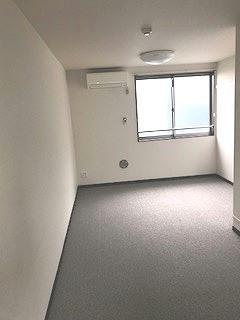 レオネクストローラン 102号室のリビング