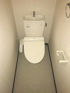 レオネクストローラン 102号室のトイレ