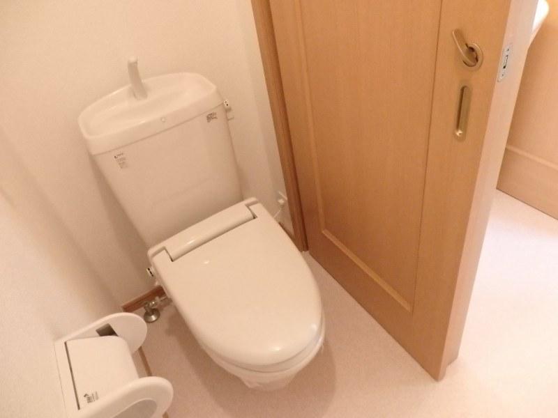 アルモニー A 01010号室のトイレ