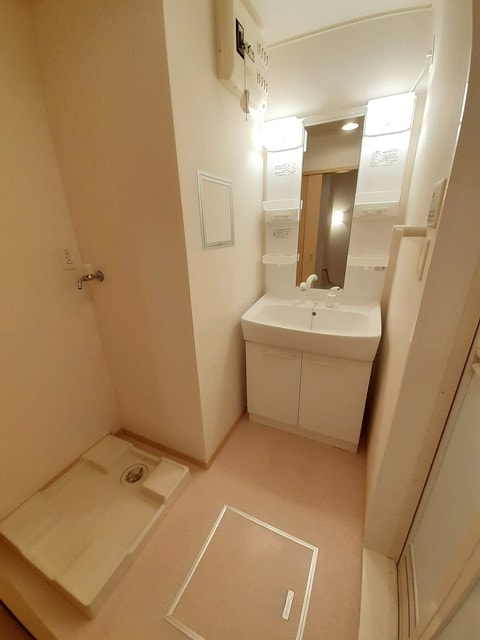シー・エレガンテ Ⅱ 02020号室の洗面所