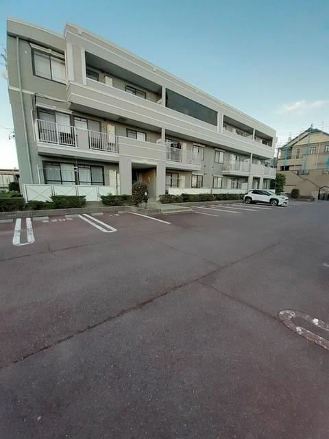サ-フサイドサンシャイン S棟 03040号室の駐車場