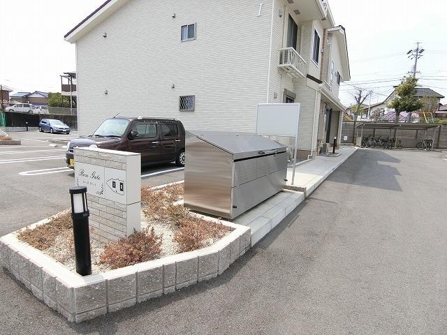 ローズ ゲート Ⅱ 02010号室の駐車場