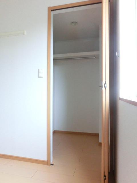 ウィン・アイランドB棟 01020号室の収納