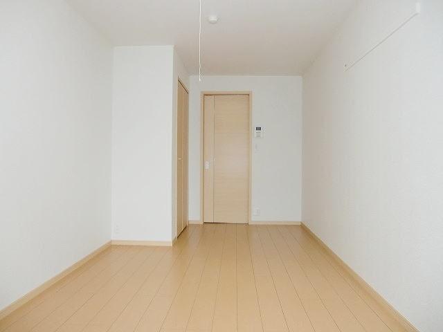 サンブリ-ゼ 03030号室のリビング