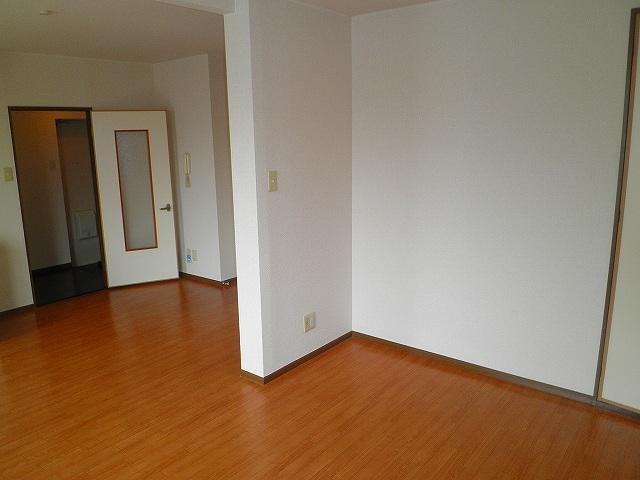 アドバンスB 02010号室のリビング
