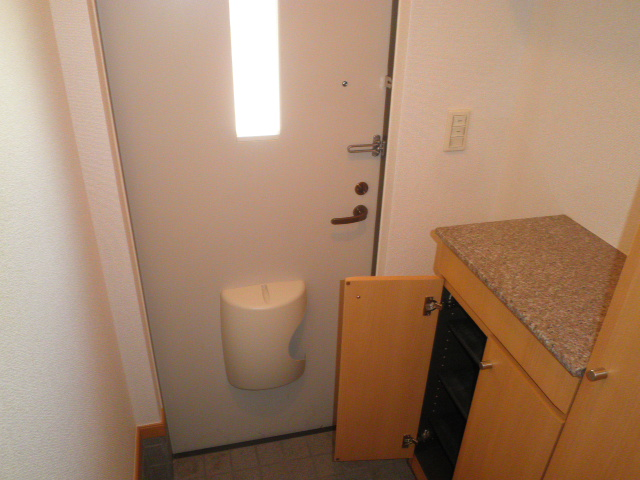 エレガント Ⅰ 02020号室の玄関