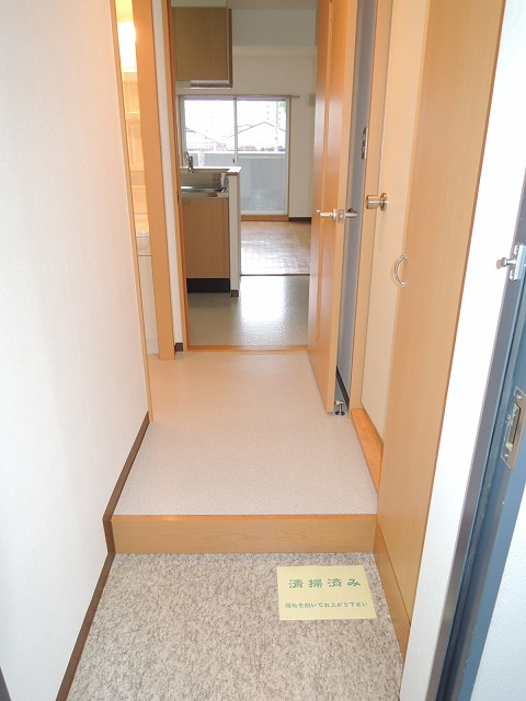 リバティ 201号室の玄関