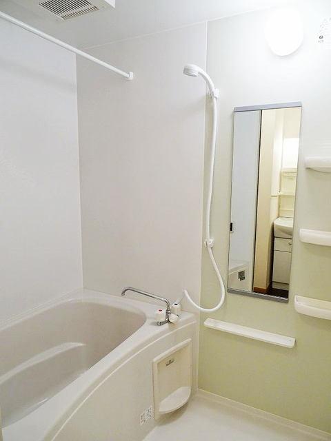 ファミーユ 01030号室の風呂
