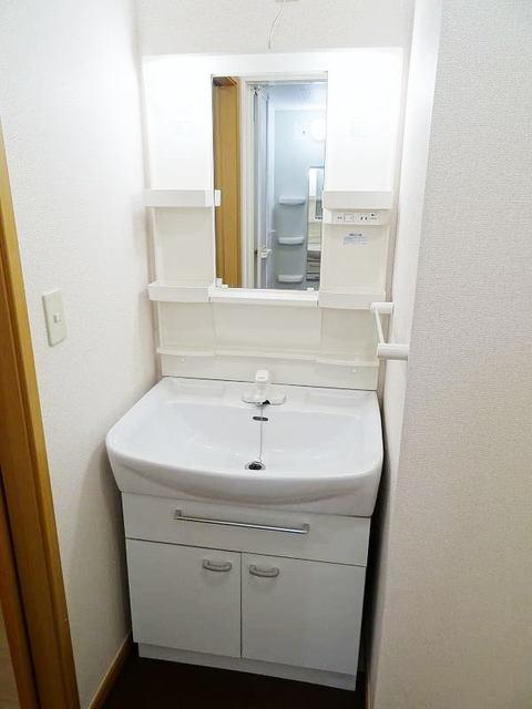 ファミーユ 01030号室のトイレ