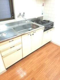 八千代フラット 201号室のキッチン