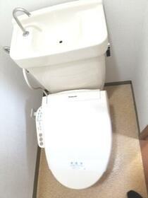 八千代フラット 201号室のトイレ
