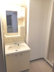 八千代フラット 201号室の洗面所
