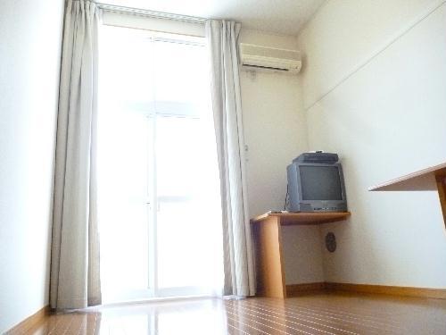 レオパレスグルワール 102号室のリビング