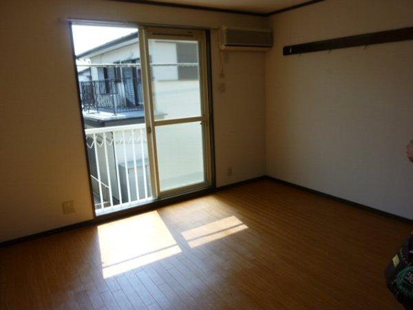 コスモ鎌ヶ谷 205号室のリビング