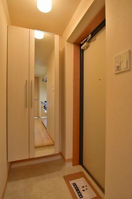 エム 02010号室の玄関