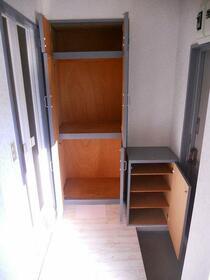 ラ・ベルティ成増パートⅠ 303号室の玄関