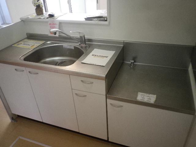 サンモール北入曽A 00203号室のキッチン