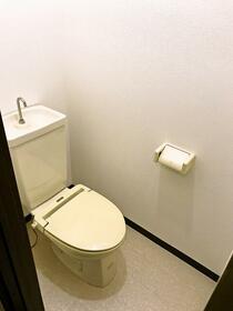 ガーデンコーポ 103号室のトイレ