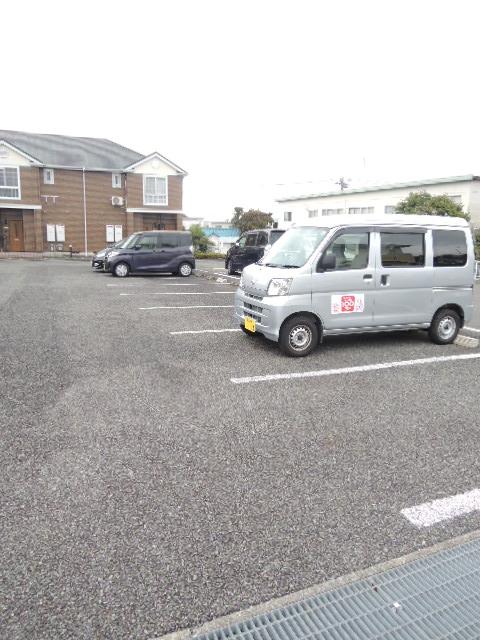 グロワールA 01050号室の駐車場