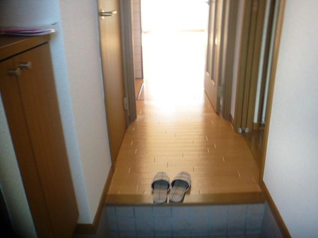 グロワールA 01050号室の玄関