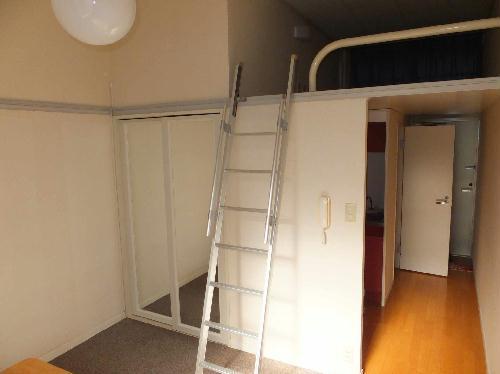 レオパレスHARU 204号室のベッドルーム