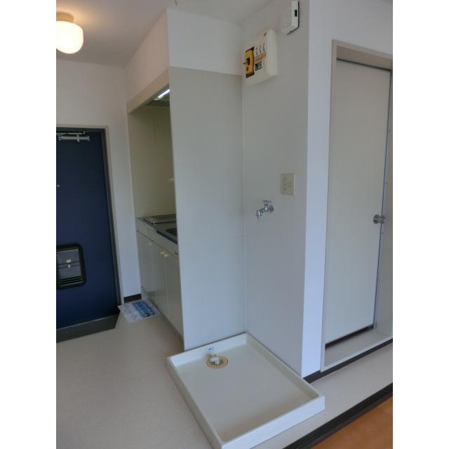 メゾンムラコシ2号館 302号室の玄関