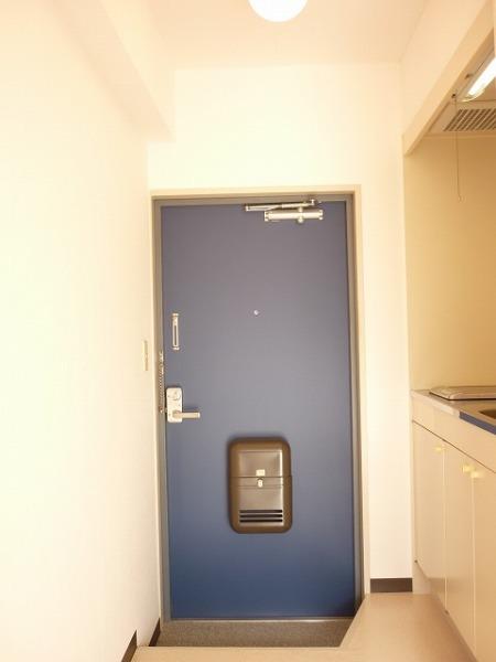 メゾンムラコシ2号館 302号室のエントランス
